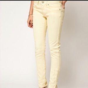 NWOT 29 / 8R Pale Yellow Gap Jeans